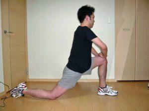 股関節を前後に開く体操